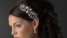 Un serre-tête mariage est un bijou de tête